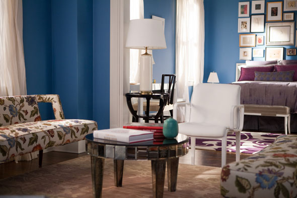 2-tables-in-carries-old-apartment-sex-and-the-city-2-590ls060210