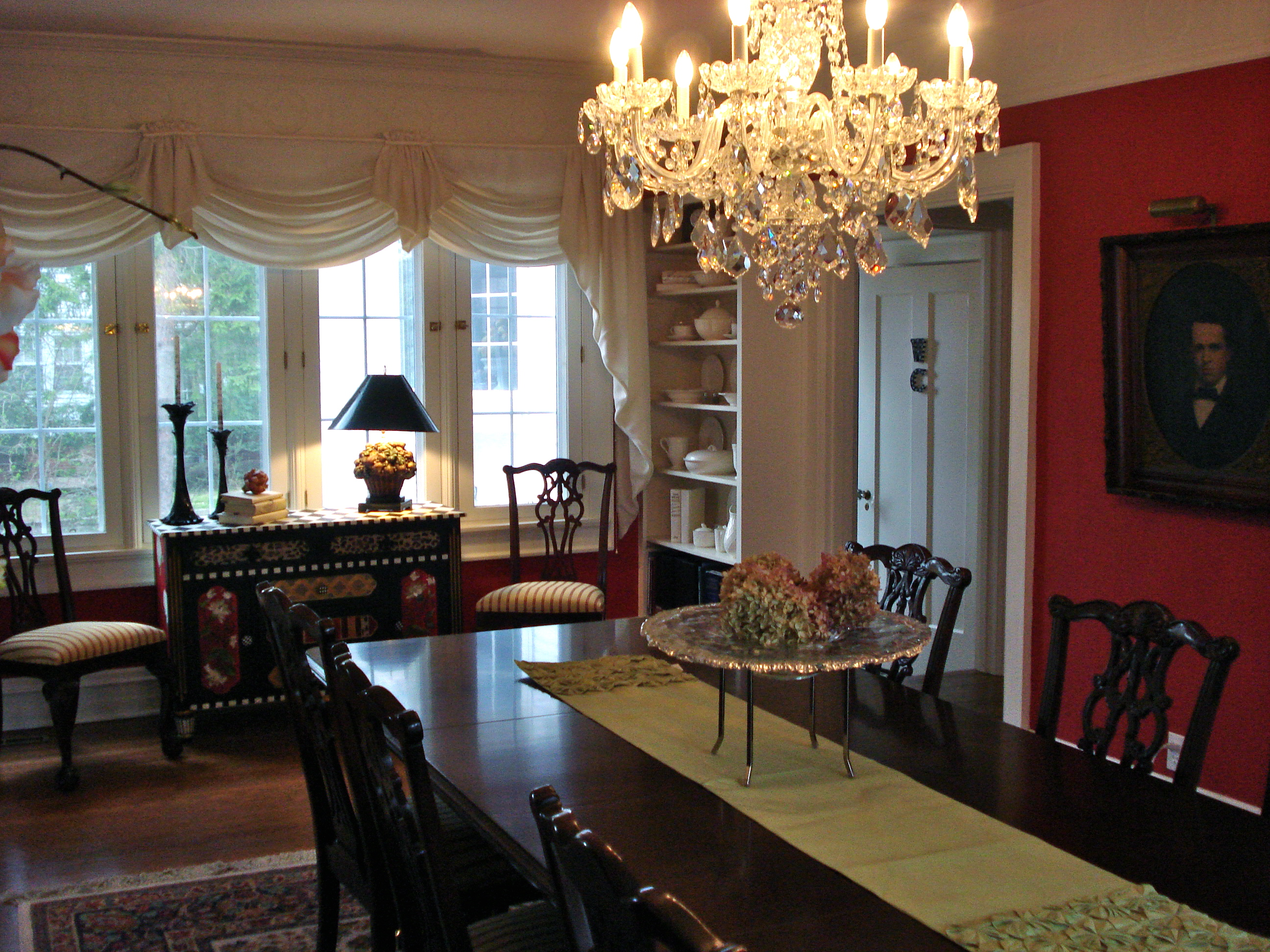 Are Red Dining Rooms So 2008? - Becolorful