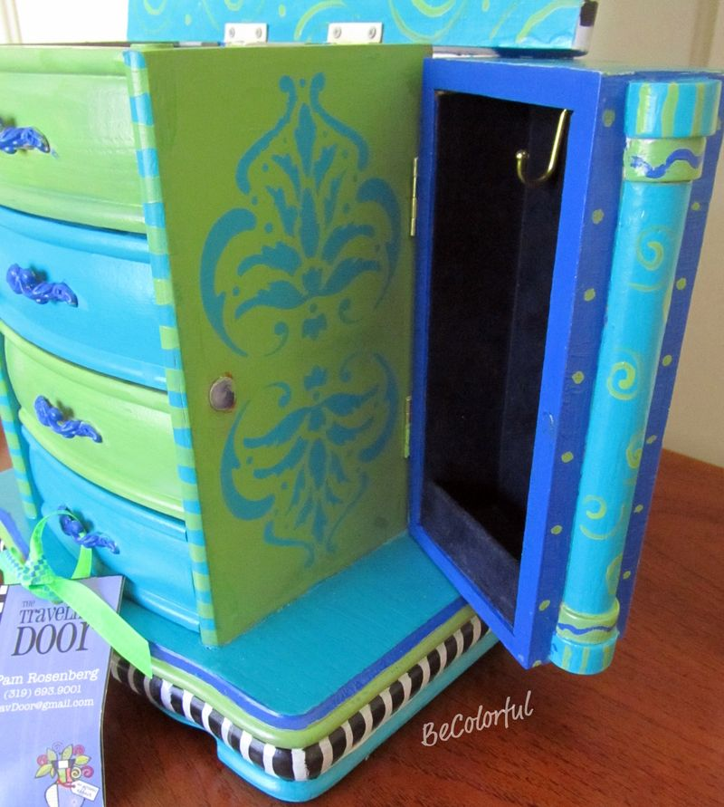 Jewelry box aqua side open