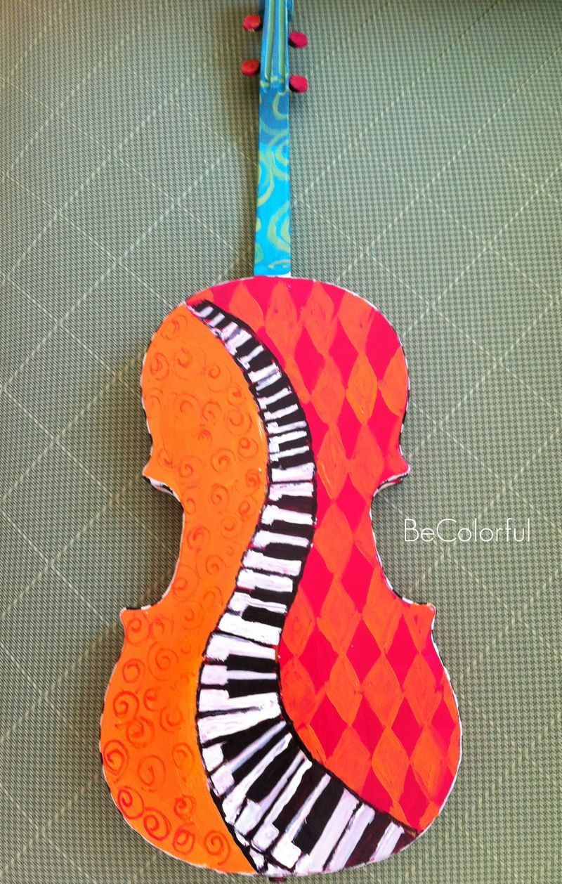 Sue's violin back view on green