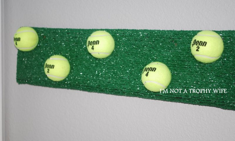 Tennis ball rack