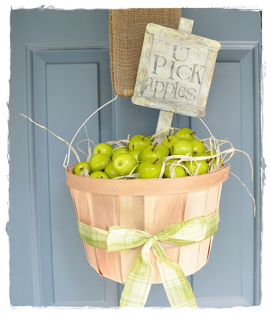 Http-::twoshadesofpink.blogspot.com:2011:09:fall-door-decor-apple-bushel-baskets