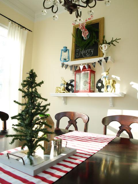 Breakfast room Christmas shelves_sm