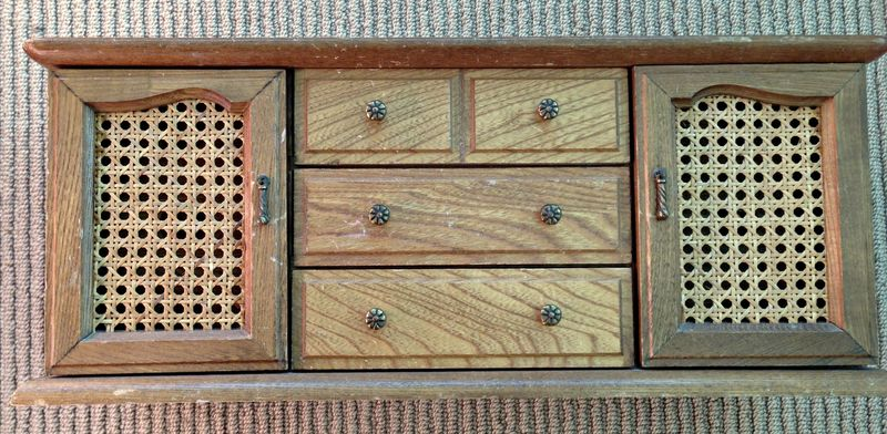 Jewelry box doors closed before.jpg