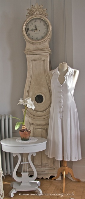 Mora-clock-and-handmade-dress