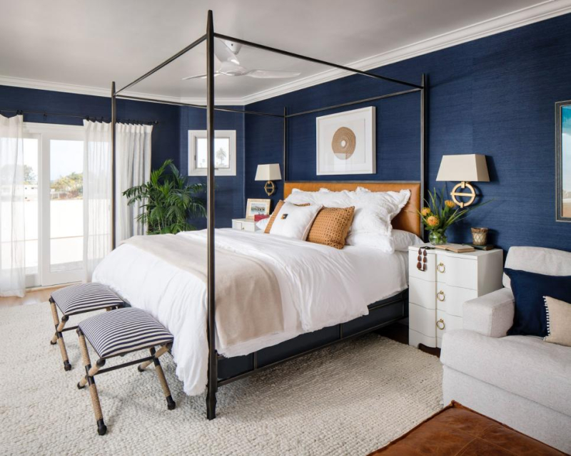 HGTV classic blue bedroom https-::photos.hgtv.com:photo:classic-blue-and-white-beach-coastal-bedroom-